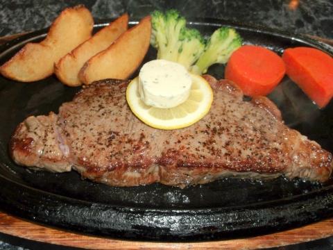 ハンバーグとステーキのお店花もようのニュージーランド産サーロインステーキ200gのの肉部分アップ画像