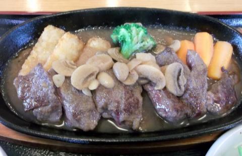 つくばエクスプレス六町駅を最寄駅とする東京都足立区南花畑2丁目にある洋食店はりきりモーリスのCランチのカットステーキ