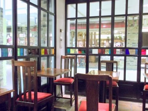 東京都新宿区西新宿1丁目にあるにある喫茶店「Cafe Amati カフェ アマティ 小田急エース南館」店内