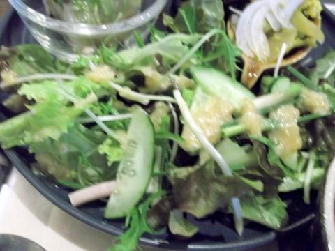 健康ごはんのお店naturalcafeKIKIの新たまねぎとブロッコリーのあさつきの酢味噌サラダ