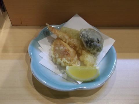 越谷市せんげん台駅東口千間台東にある寿司店その名もおすしやさんの天ぷら