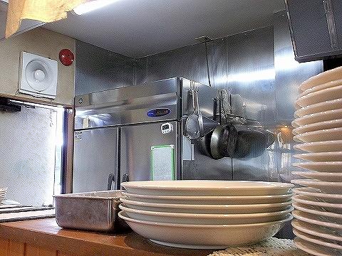 千間台西にある洋食店厨Sawaの内装