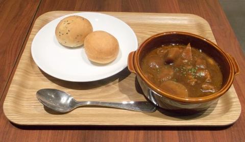 練馬区東大泉にあるカフェKEY'S CAFÉ キーズ カフェ大泉学園店の柔らか牛肉ビーフシチューとパン