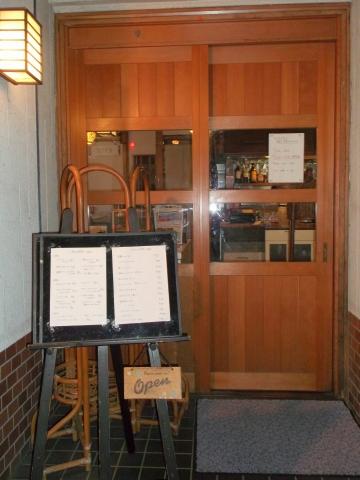 東京都練馬区平和台3丁目にあるレストラン「Grill Matsumoto グリルマツモト」入口