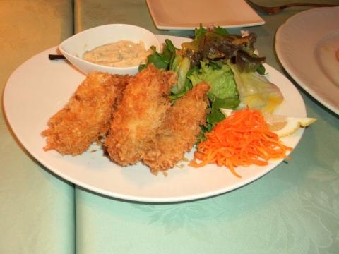東京都練馬区平和台3丁目にあるレストラン「Grill Matsumoto グリルマツモト」ホタテクリームコロッケとカキフライ