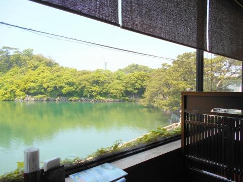 萩市椿東越ヶ浜にある和食のお店いそ萬からの明神池の眺め