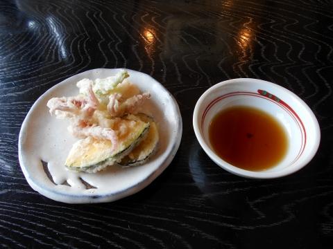 萩市椿東越ヶ浜にある和食のお店いそ萬のカボチャとイカゲソの天ぷら