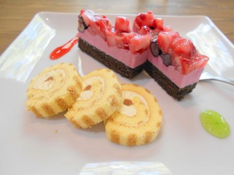 山口県岩国市御庄1丁目にあるカレーとハンバーグのお店「アリス」ケーキセットのケーキ