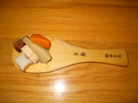 広島県広島市中区新天地にある瀬戸内料理のお店「雑草庵 安芸」お通し 宮島名産しゃもじの上