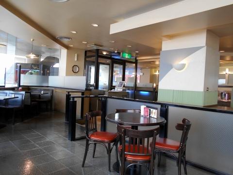 都営新宿線の瑞江駅を最寄駅とする東京都江戸川区瑞江2丁目にあるカフェのコーヒーハウス・シャノアール CHAT NOIR 瑞江店の店内