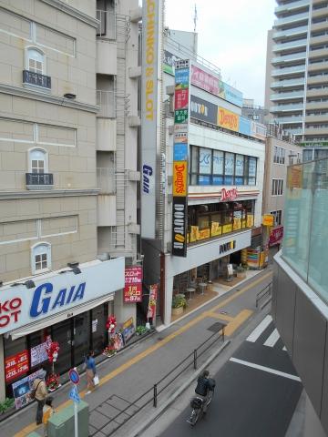 西武池袋線の大泉学園駅を最寄駅とする東京都練馬区東大泉1丁目にあるファミリーレストランデニーズDenny's大泉学園店の外観