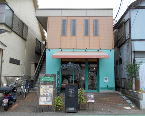 東武スカイツリーラインのせんげん台駅近くの埼玉県越谷市千間台西5丁目にあるカフェルグランヴェルlegrandvertの外観