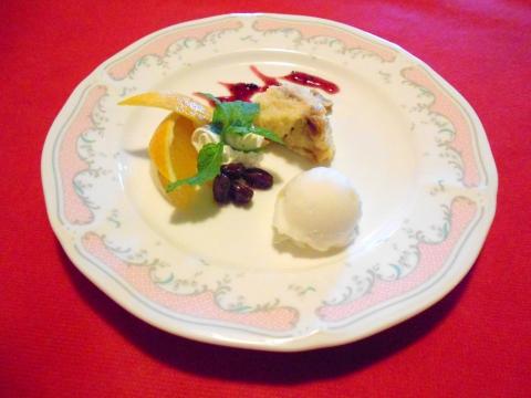 埼玉県春日部市南4丁目にあるフレンチレストラン「ピノ」パンプディングケーキ