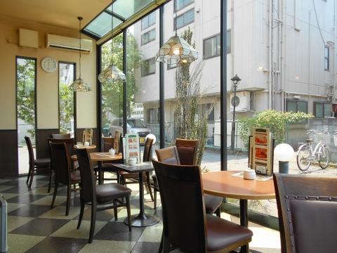 つくばエクスプレスの六町駅を最寄駅とする東京都足立区一ツ家2丁目にある喫茶店珈琲館足立一ツ家店の店内