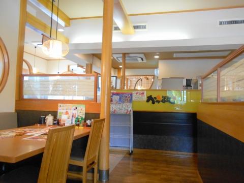 埼玉県さいたま市緑区美園5丁目にあるとんかつ料理店「かつ敏 浦和美園店」店内