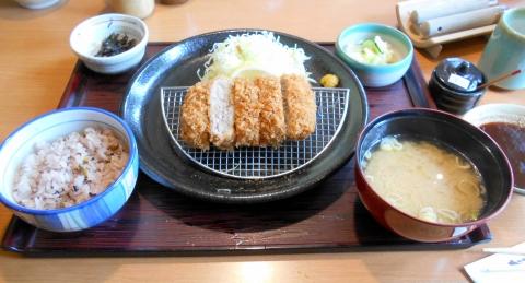 埼玉県さいたま市緑区美園5丁目にあるとんかつ料理店「かつ敏 浦和美園店」三元豚ヒレカツ定食
