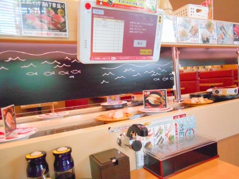 つくばエクスプレスの青井駅と六町駅を最寄駅とする東京都足立区青井6丁目にある回転寿司スシローテーブル席
