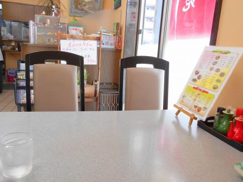 東武スカイツリーラインせんげん台駅を最寄駅とする埼玉県越谷市千間台西1丁目にある中華料理店紅苑の店内