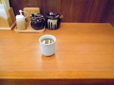神奈川県川崎市中原区木月1丁目にあるからあげ専門店「からやま 元住吉店」店内