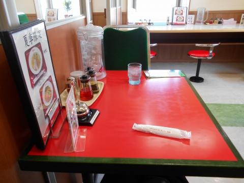 つくばエクスプレスの青井駅もしくは六町駅を最寄駅とする東東京都足立区青井5丁目にあるくるまやラーメン青井店の店内