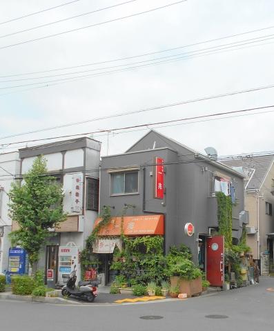つくばエクスプレスの六町駅を最寄駅とする東京都足立区一ツ家2丁目にある中華料理店一兆の外観