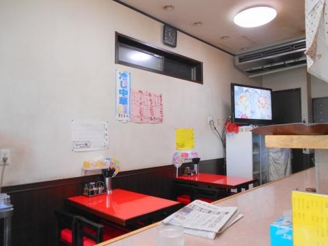 つくばエクスプレスの六町駅を最寄駅とする東京都足立区一ツ家2丁目にある中華料理店一兆の店内