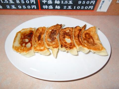 つくばエクスプレスの六町駅を最寄駅とする東京都足立区一ツ家2丁目にある中華料理店比良井の餃子