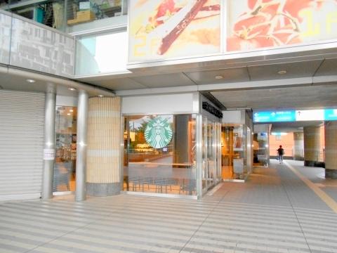 西武池袋線の大泉学園駅を最寄駅とする東京都練馬区東大泉5丁目にあるスターバックスコーヒー大泉学園ゆめりあフェンテ店の外観