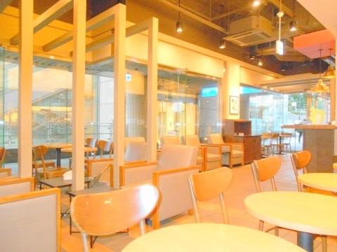 西武池袋線の大泉学園駅を最寄駅とする東京都練馬区東大泉5丁目にあるスターバックスコーヒー大泉学園ゆめりあフェンテ店の店内