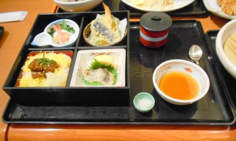 静岡県御殿場市川島田にある和食ファミリーレストランのお店「和食さと 御殿場店」お昼のさと和膳