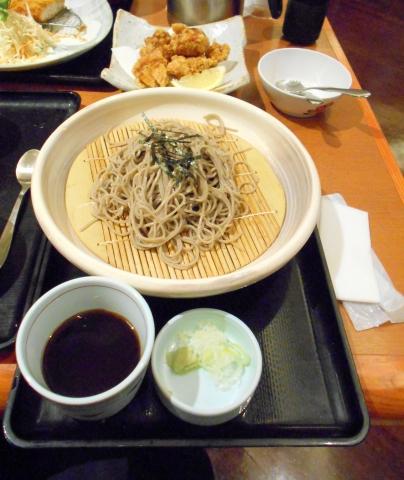 静岡県御殿場市川島田にある和食ファミリーレストランのお店「和食さと 御殿場店」お昼のさと和膳に鶏のから揚げを単品で追加注文