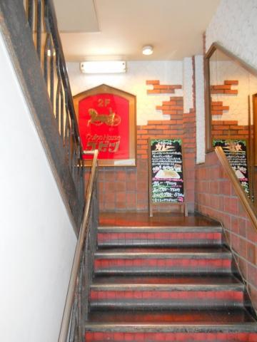 千葉県木更津市東中央1丁目にある喫茶店「ラビン」入口