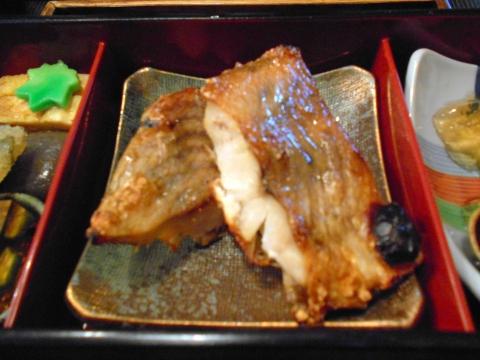 東京都練馬区東大泉5丁目にある和食のお店「小料理 石井」焼魚定食焼魚(赤魚)