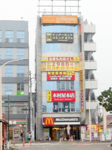 東武スカイツリーラインせんげん台駅を最寄駅とする埼玉県越谷市千間台西1丁目にあるハンバーガーファーストフードのマクドナルドせんげん台駅西口店の外観