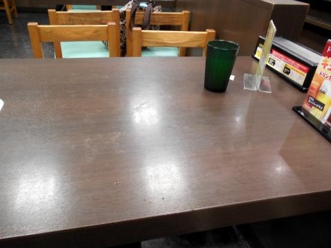 東武スカイツリーラインせんげん台駅を最寄駅とする埼玉県越谷市千間台東1丁目にある牛丼店なか卯せんげん台店の店内