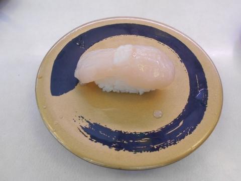 東京都足立区加平にある回転寿司「はま寿司 加平店」帆立