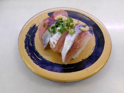 東京都足立区加平にある回転寿司「はま寿司 加平店」光り物3種
