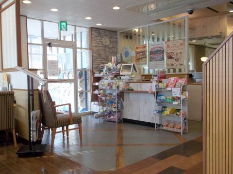 東京都日野市南平7丁目にあるファミリーレストラン「ジョナサン 日野南平店」店内