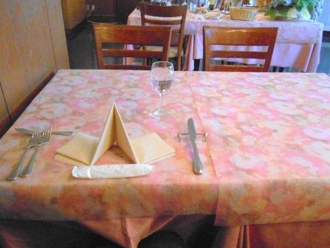 西武池袋線の大泉学園駅を最寄駅とする東京都練馬区東大泉1丁目にあるイタリア料理店リストランテカルドRISTORANTE CALDEの店内
