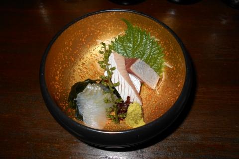 神奈川県川崎市中原区木月1丁目にある和食店「萱」ブリとイワガレイの刺身