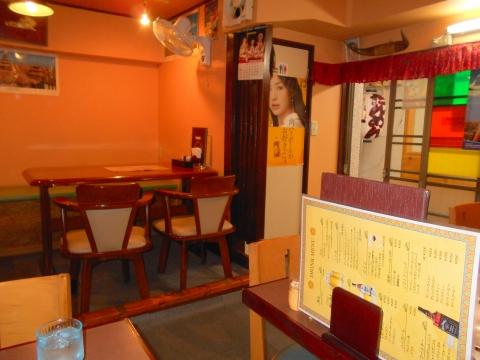 西武池袋線の大泉学園駅を最寄駅とする東京都練馬区東大泉6丁目にあるインド料理のカトリナンカレーハウスの店内