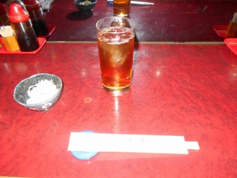 都営大江戸線の練馬春日町駅近くの東京都練馬区高松2丁目にある和食のお店小料理対馬のウーロン茶とお通し