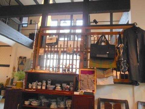 つくばエクスプレスの六町駅近くの東京都足立区六町3丁目にある日本茶専門店うつ和縁の店内