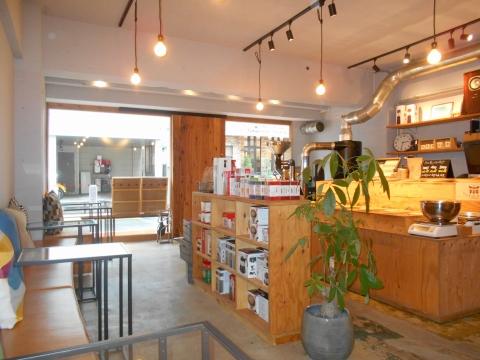 西武池袋線の大泉学園駅を最寄駅とする東京都練馬区東大泉7丁目にあるコーヒー専門店権蔵焙煎所GONZO Cafe&Beansの店内