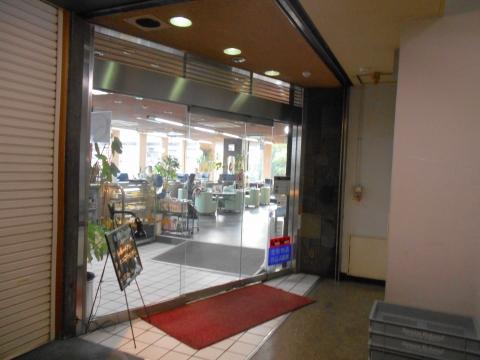 東京都葛飾区西小岩1丁目にある喫茶店「喫茶室ルノアール 新小岩店」店舗入口