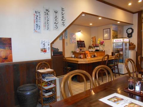 JR総武本線の新小岩駅を最寄駅とする東京都葛飾区新小岩1丁目にある洋食ととんかつのこいわ軒の店内