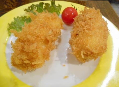 JR総武本線の新小岩駅を最寄駅とする東京都葛飾区新小岩1丁目にある洋食ととんかつのこいわ軒のカニクリームコロッケ