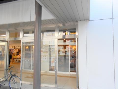 静岡県三島市一番町にある「DOUTOR COFFEE SHOP ドトールコーヒーショップ JR三島駅北口店」外観