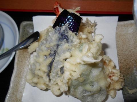 埼玉県春日部市大場にある居酒屋「酒菜屋 いぶき」いぶき御膳の天ぷら