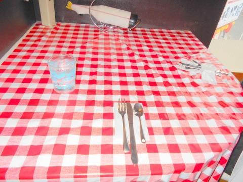 神奈川県川崎市川崎区砂子1丁目にあるスペイン料理のお店「La Colmena ラ コルメナ」店内
